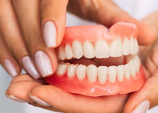 What is a Suction Denture (SEMCD)?